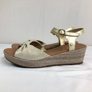Women's UGG Sandals 9M Gold Tan Genuine Leather